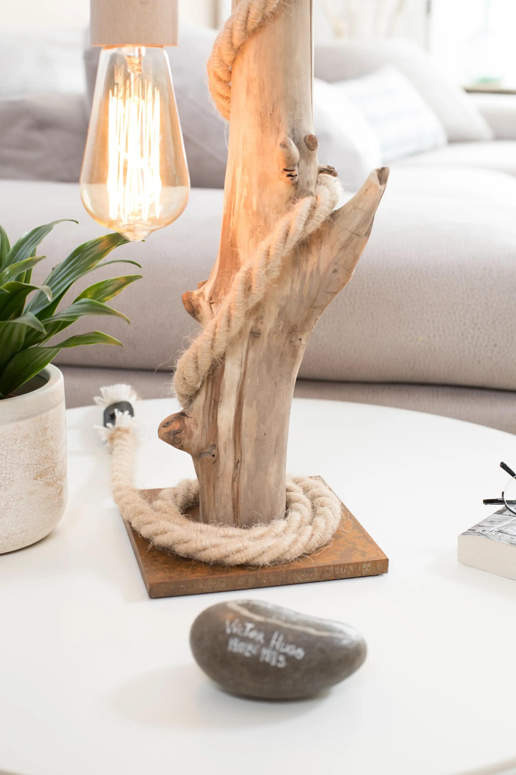 Lampe en bois flott et ampoule edison vendu ambiance for Jfr nature et bois