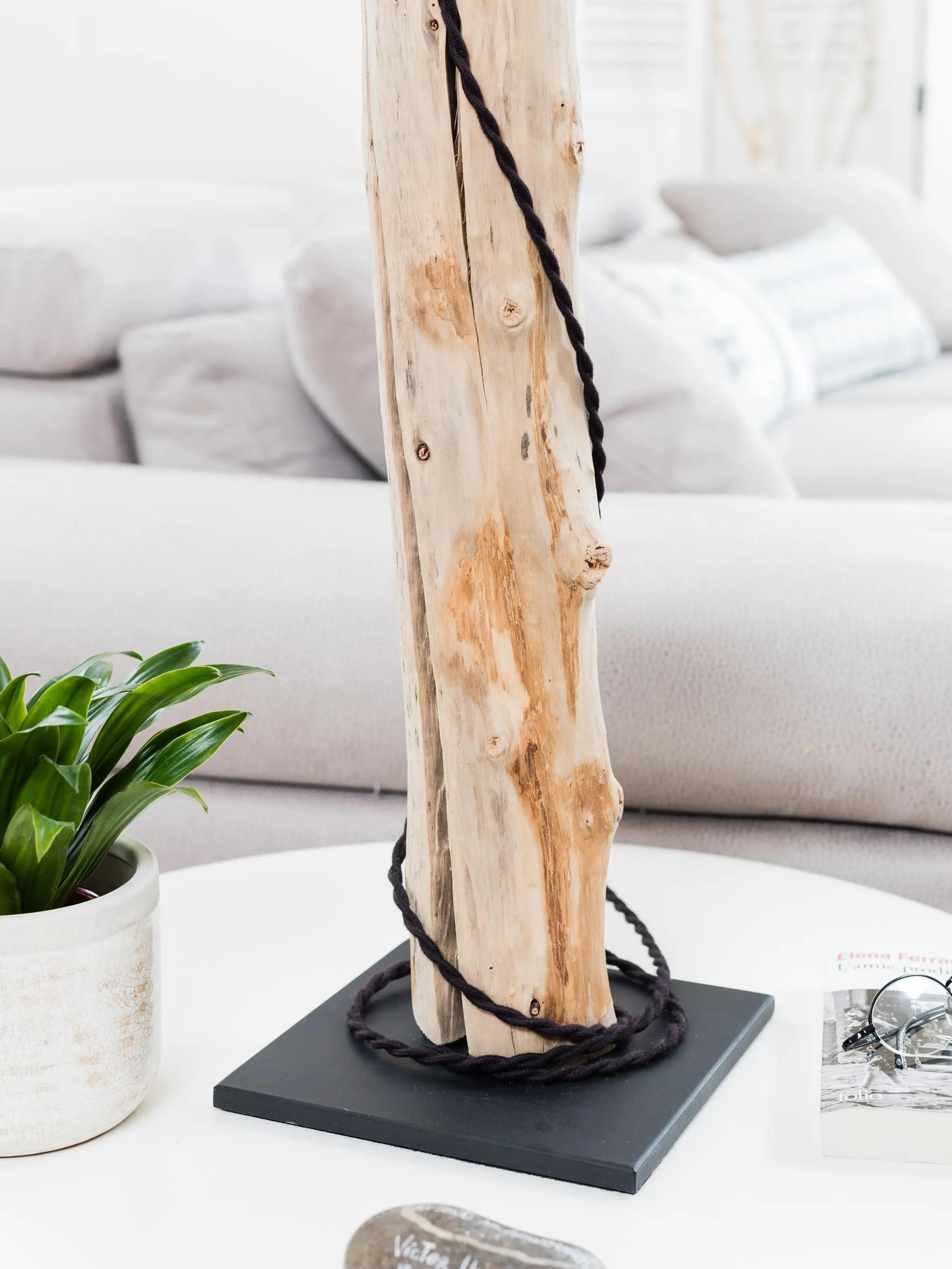 lampe en bois flott avec abat jour chintz noir et or vendu ambiance nature. Black Bedroom Furniture Sets. Home Design Ideas