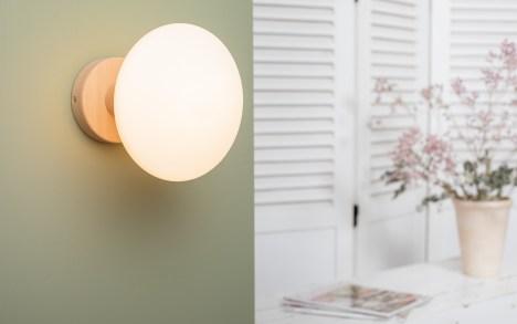 Applique bois naturel ampoule porcelaine idra