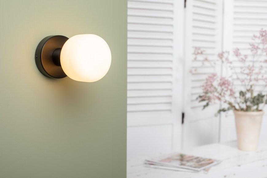 Applique bois noir ampoule porcelaine creta