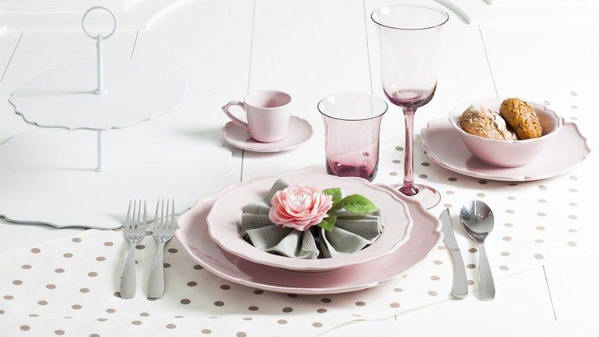Colonna shabby chic con intagli. Stoviglie Shabby Chic Per Una Cucina Di Stile E Fascino Ambiente