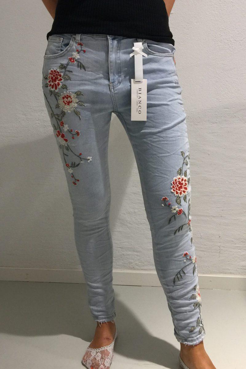 Lys blå jeans med broderier Bianco Jeans - Honolulu 1117449