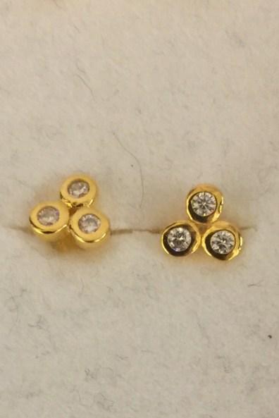 'Triple dot CZ' med krystaller øredobb Enamel Copenhagen