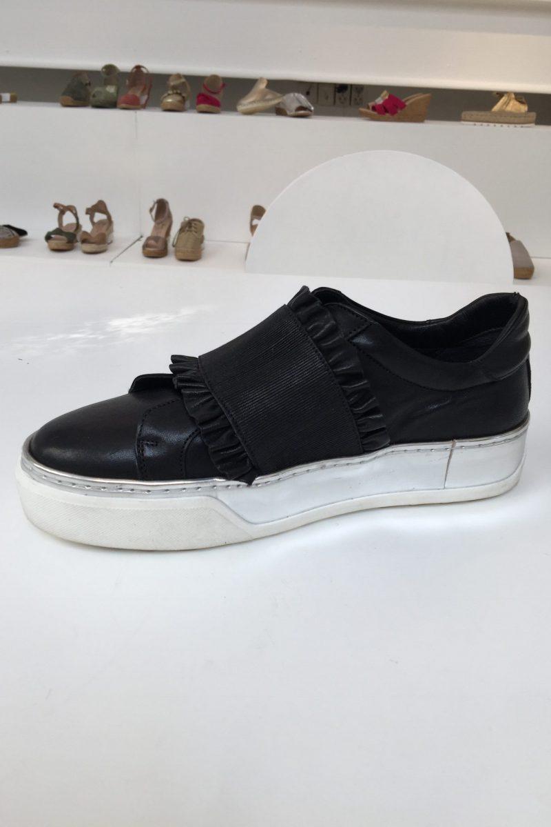 Sort loafer med strikkbånd med volanger Laura Bellariva - 1025