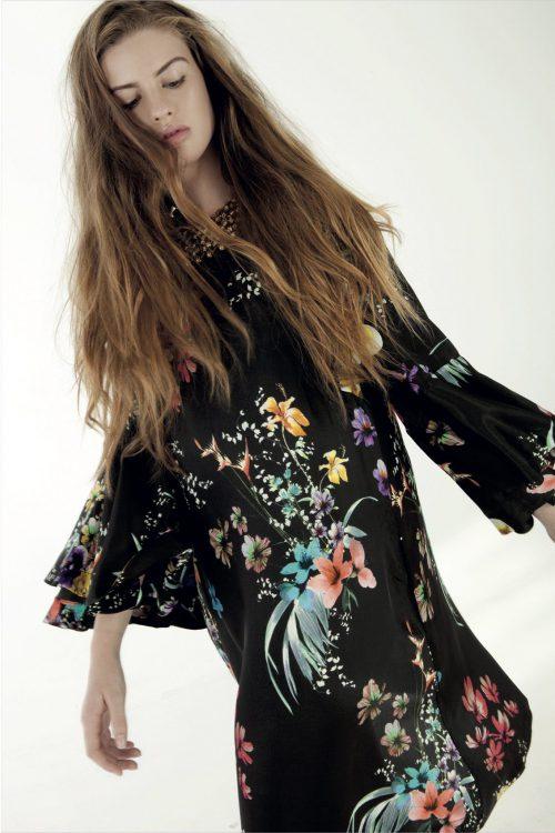 Sortblomstret kjole med volanger Nolita - summer