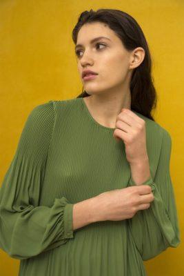 Bluse med plissé og poseermer i en supertrendy guccigrønn farge Cathrine Hammel - 456.118 miami blouse