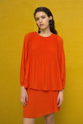 Bluse med plissé og poseermer i en supertrendy guccigrønn farge Cathrine Hammel - 456.118 miami blouse Vist i en annen farge enn bestilt.