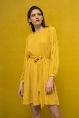 Korallrød plissékjole med lange puffermer Cathrine Hammel - 457.118 miami dress Her vist i en annen farge enn bestilt.