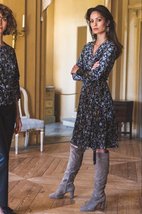 Blue black rosemønstret omelet velour kjole Katrin Uri