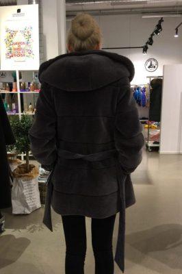 Sort (ikke grå) strikket lammeull jakke med kaninhette CKN - 18383-03 mabell lammeull strikk m kaninhette
