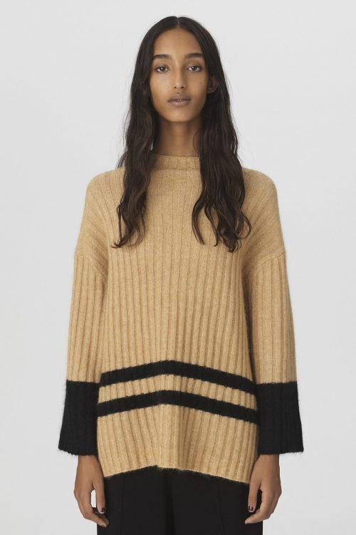 Sorthvit eller goldsort genser med vide ermer By Malene Birger - Paprikana sweater Q65661004
