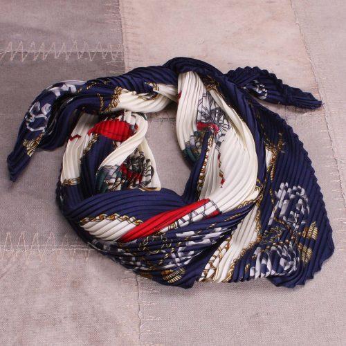 Plissert blått tørkle Bæltekompagniet - Silke 100-12 Kvalitet: 20% silke og 80% viskose