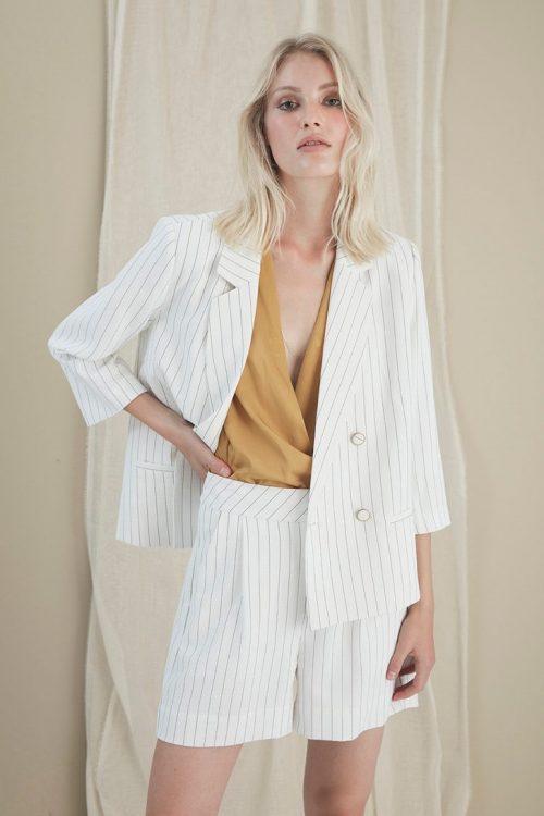 Hvit stripet blazer og shorts Gestuz - 3298 aga blazer / 3300 aga shorts