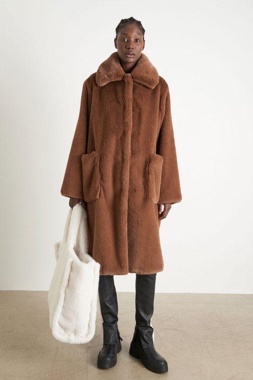 Taupe 'mink' faux fur kåpe med ytterlommer Stand Studio - taylor coat 60656-8155