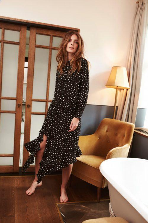 Sort med hvite dots silke/viskose lang skråkuttet kjole Katrin Uri - 632 harper dots dress