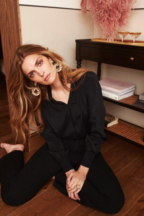Sort silke viskose med poloaktig hals hvis du knepper igjen Katrin Uri - 441 marni solid blouse