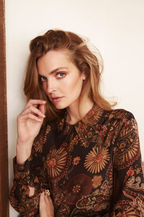 Høstmønstret silke viskose skjorte med trendy lang snipp Katrin Uri - 439 victoria assymmetric blouse