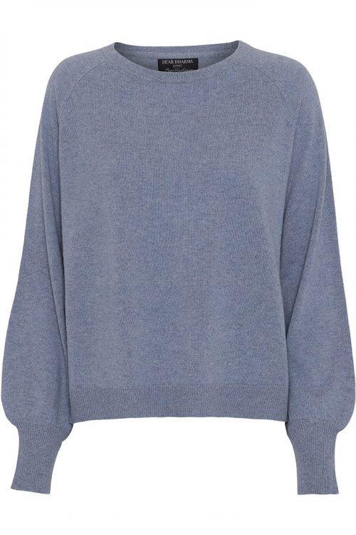 Denim blue cashmere genser med båthals og poseerm Dear Dharma - billie cashmere