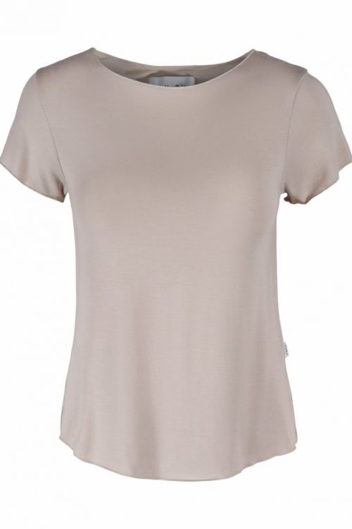 Hvit eller beige modal t-shirt med båthals og woolfordkant Ella&Il - june modal tee