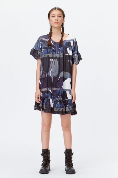 Sortolivenblå mønstret silke/viskose kjole med volangerm Munthe - lion 1323