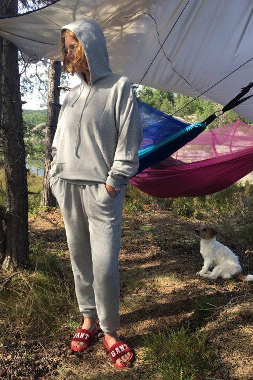 Lys gråmelert myk bomull hoodie med tilhørende kosebukse American Vintage - nea03 og nea05