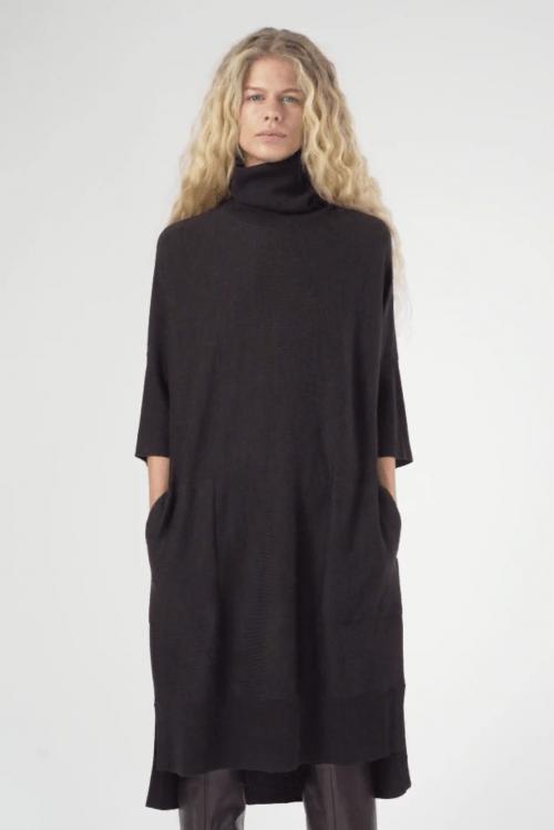 Dark brown 100% merino polokjole med 3/4 erm Cathrine Hammel – 1172 wide turtle neck dress short sleeve