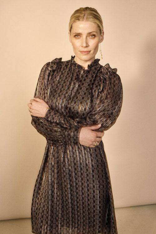 Sortsølvgull grafisk mønstret viskose kjole med rysjedetaljer ved skuldre Mos Mosh - 135970 randi tile dress