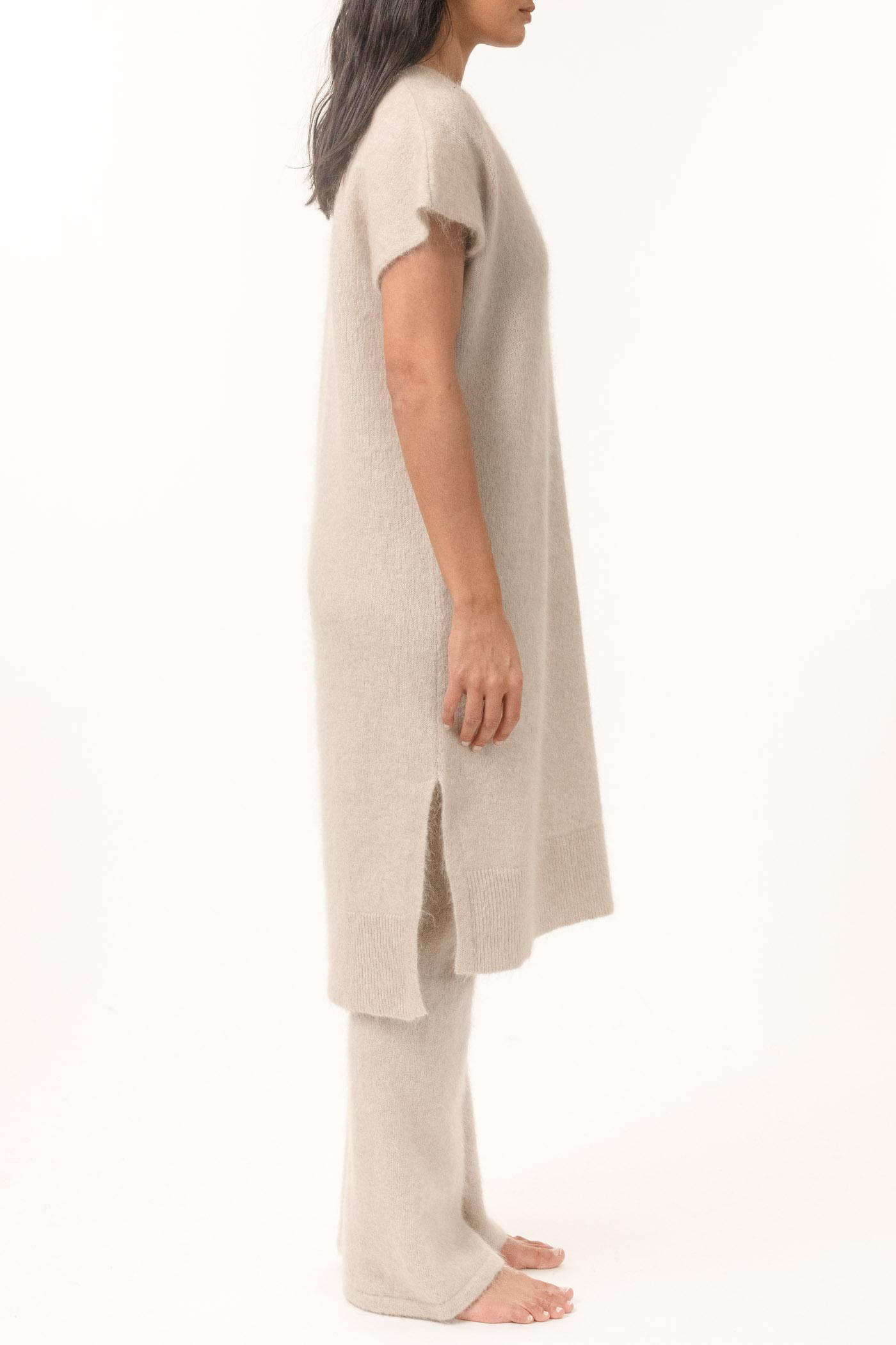 Lys beige soft mohair kjole Cathrine Hammel - soft wide sleeveless dress