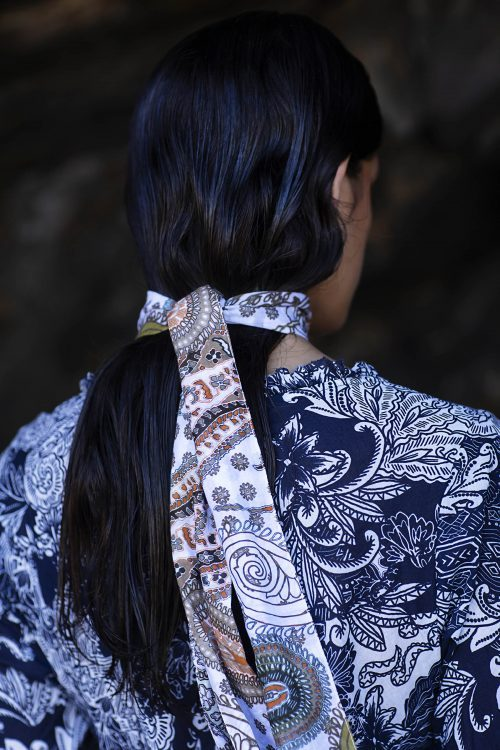Hvitblåmønstret lang bomull kjole OneSeason - faro indi long