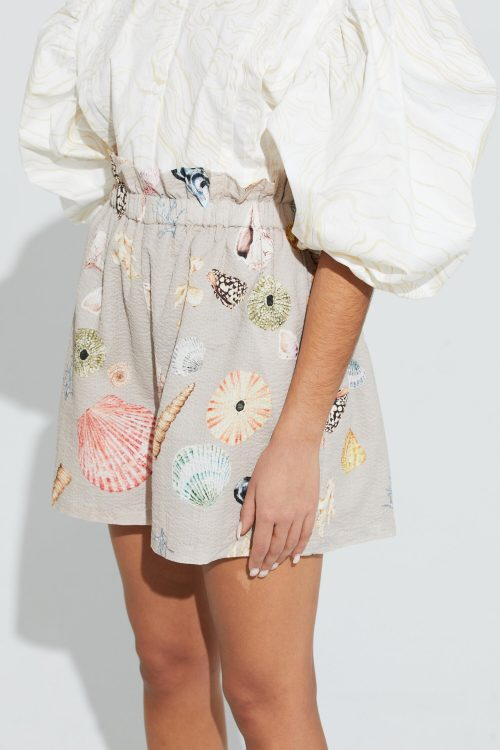 Rosa- eller beigemønstret kreppet cotton trendy bermudashorts ILAG - mellomholmene shorts