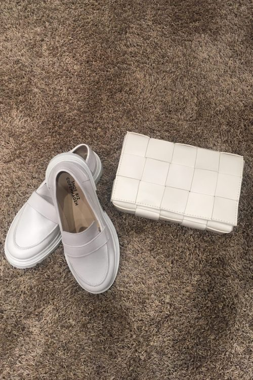 Sort eller krem flettet skinnveske Shoe Biz - tana Krem eller sort loafer Shoe Biz - Suri