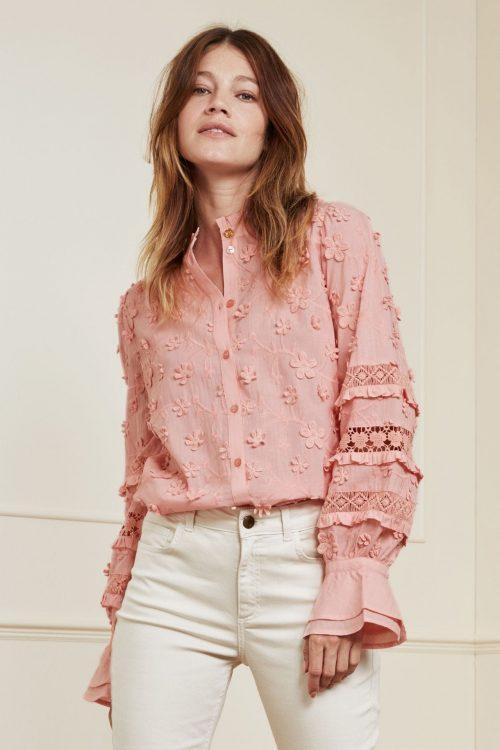 Lovely pink brodert bomull bluse med pufferm og påsydd blomster Fabienne Chapot - leo blouse