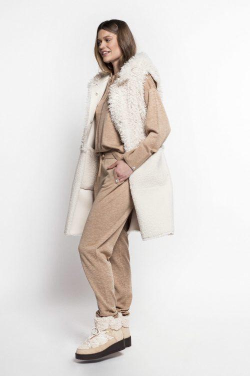 Offwhite faux fur teddy vendbar lang vest med hette Beaumont - BM05580213