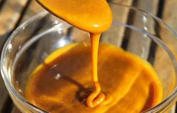 curcuma e miele Curcuma e miele: potente antibiotico naturale contro freddo e mal di gola