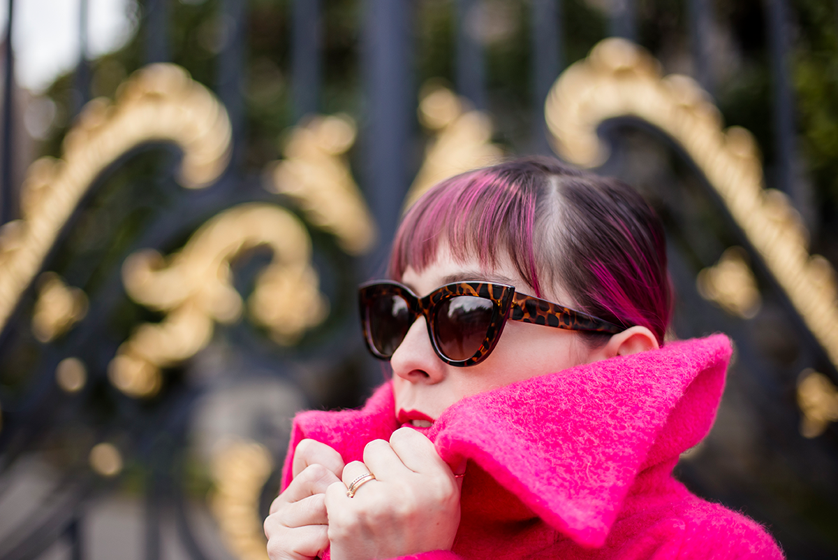 Ambitieuse Paris outfit pink hair and coat