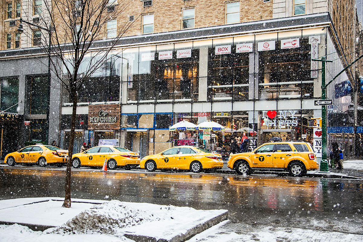 Beautiful photos of New York City February 2015 taxis under the snow