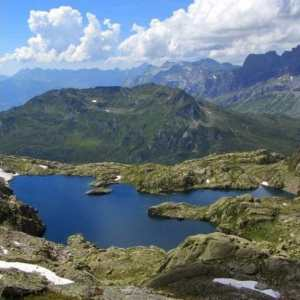 Hike: Lac Cornu & Lacs Noirs