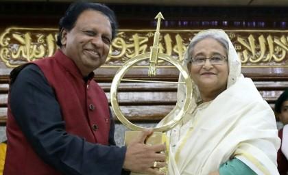 Bangladesh PM Sheikh Hasina receives Dr Kalam Smriti International Excellence Award