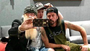 Josh Homme está gravando Queens of the Stone Age com Dave Grohl e Billy Gibbons | Queens of the Stone Age | Revista Ambrosia