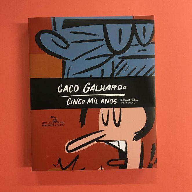 Companhia das Letras lança Cinco mil anos – e quase todas as tiras, de Caco Galhardo | Quadrinhos | Revista Ambrosia