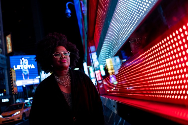 Com equipe 100% negra, Luciane Dom lança clipe gravado em Nova York | Música | Revista Ambrosia
