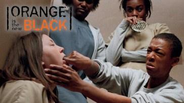 Tudo acontece no banheiro de Orange is The New Black | Videos | Revista Ambrosia