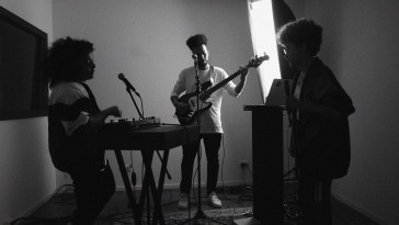 Tuyo, Baleia, Marrakesh, Vivian Kuczynski, Bruna Mendez e DVA lançam sessions | Ao Vivo | Revista Ambrosia