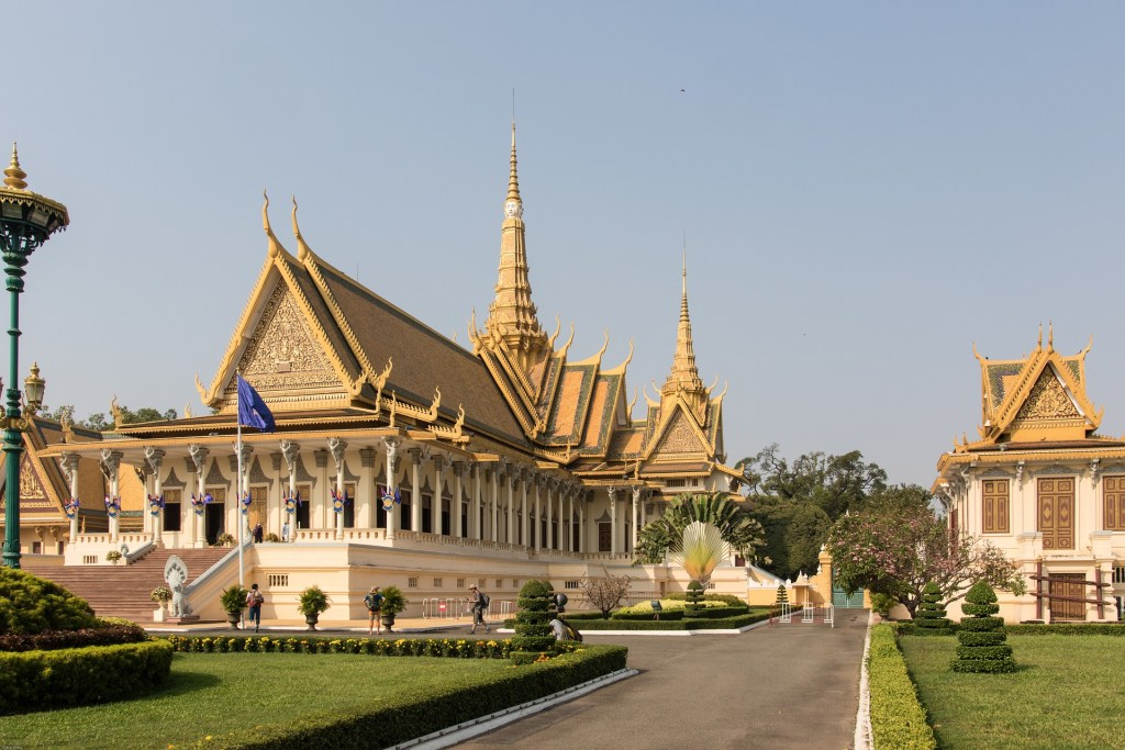 CAMBODIA - PHNOM PHEN PALACE