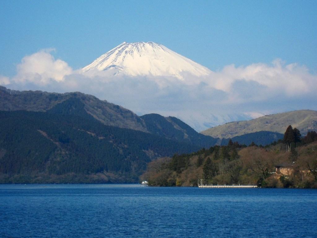 japan - lake-ashi-