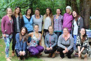 womens-yoga-retreat-oregon-group
