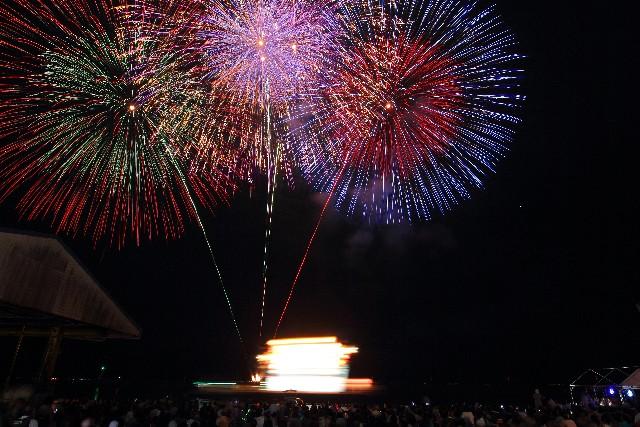 ふじさわ江の島火大会2018の日程とアクセスや有料席、混雑状況は?夏と秋の両方行こう!