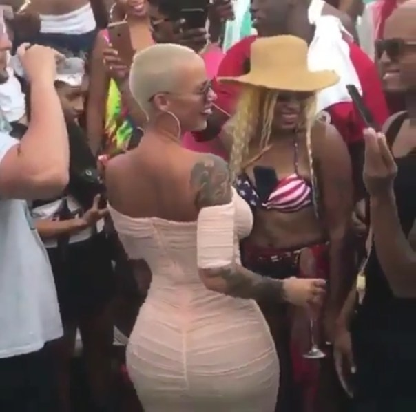 Amber Rose Shaking Her Bum Seductively At 4th Of July Celebration (2)