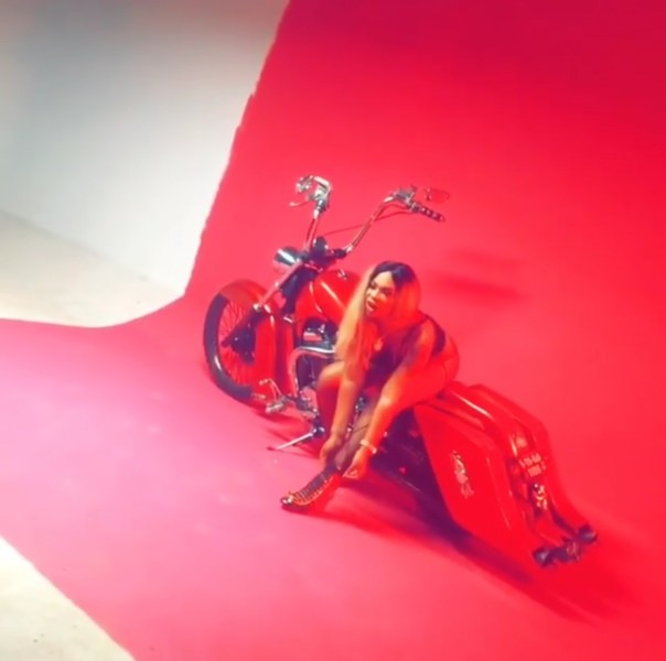 Shatta Michy On A Bike In Provocatively Sexy Go Shoddy Video Shoot (2)