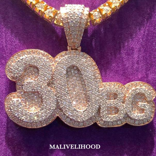 Davido Shows Off His Newly Acquired Diamond Chain And Watch (3)